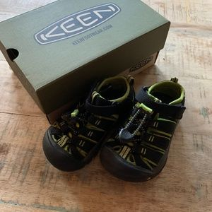 Keen Newport H2 Black/Lime Green Sandals S 8
